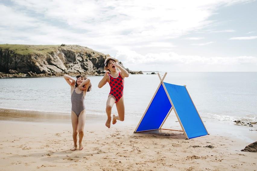 Petite tente de plage en bois